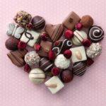 バレンタインデー チョコレートを食べ過ぎると鼻血が出るって本当?